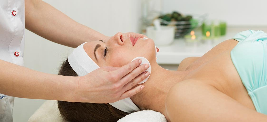 Can Regular Spa Facials Help You Look Younger?
