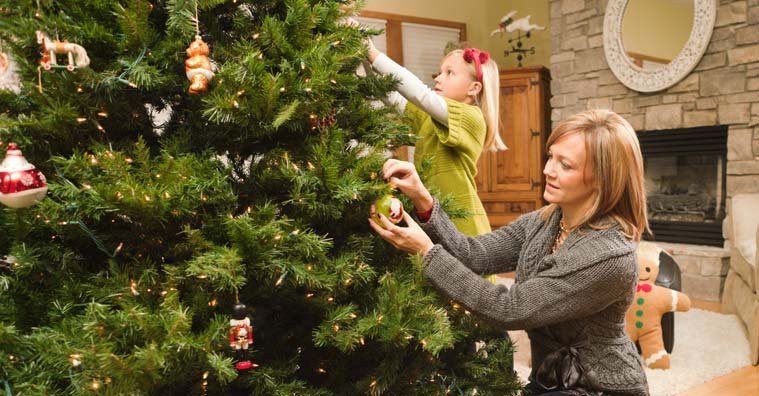 Artificial Christmas Tree Buying Guide: 7 Important Things to Consider
